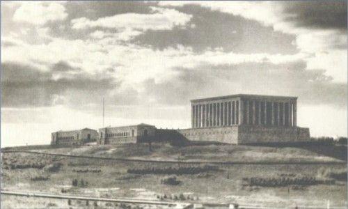 Cumhuriyetimizin Kurucusu Gazi Mustafa Kemal Atatürk'ün ebedi istirahatgâhı Anıtkabir'in tarihten bugüne fotoğraflarını sizler için derledik.