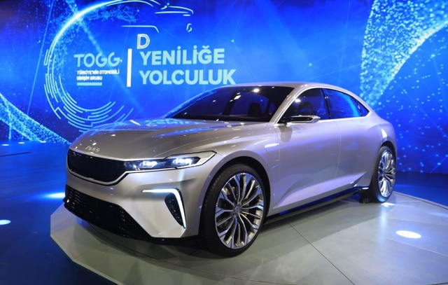 Türkiye'de ve dünyada büyük yankı uyandıran Türkiye'nin ilk yerli ve milli elektrikli otomobili TOGG, yola çıkmak için gün sayıyor.