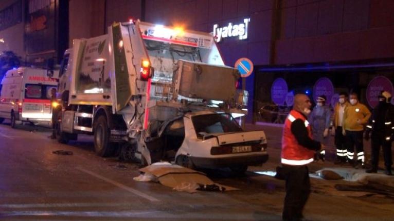 Ankara'da Feci Kaza: Otomobil Duran Çöp Kamyonunun Altına Girdi