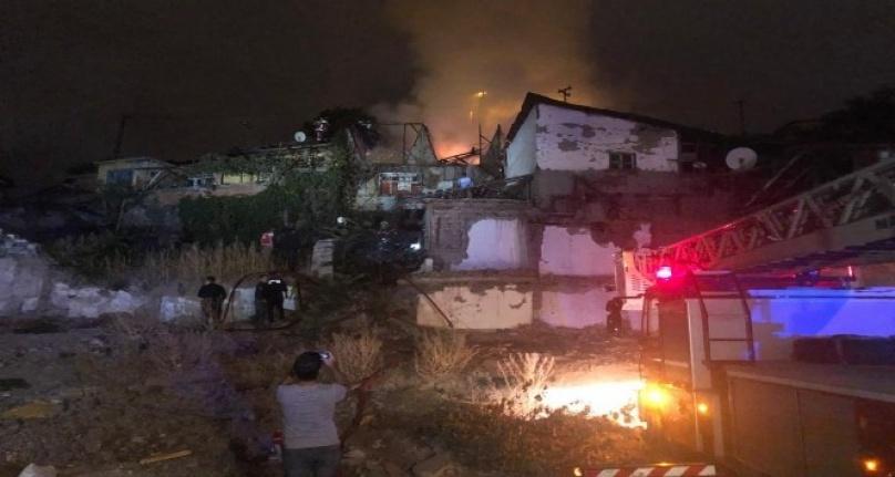 Ankara'da Gecekondu Yangını: Vatandaşlar Bahçe Hortumuyla Müdahale Etti