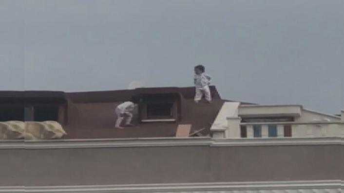 İstanbul'da Korkunç Anlar: Küçük Çocuklar Çatıda Böyle Görüntülendi!
