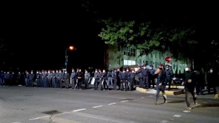 Kırgızistan'da Göstericiler Meclisi İşgal Etti: Seçimler İptal!