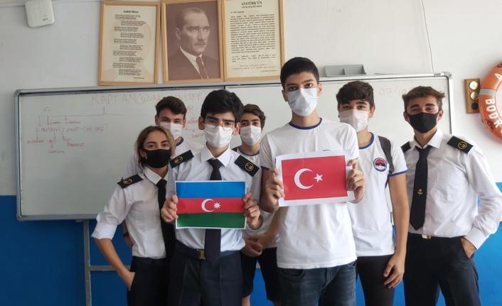 Liselilerden Azerbaycan'a Birlik Mesajları