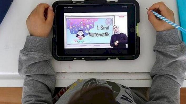 Ziya Selçuk Tablet Dağıtımının Devam Ettiğini Söyleyip Aileleri Uyardı