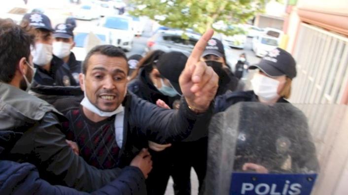 HDP'liden Küstah Hareket: Evlat Nöbetindeki Ailelere Tükürdü