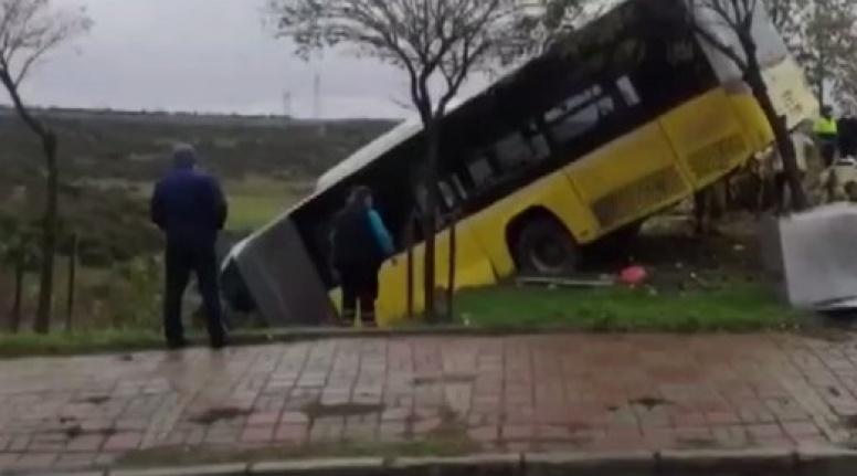 İETT Otobüsü Yoldan Çıktı: Yaralılar Var!