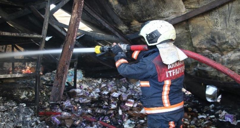 Ankara'da Korkutan Yangın: Marketler Zincirinin Deposu Yandı