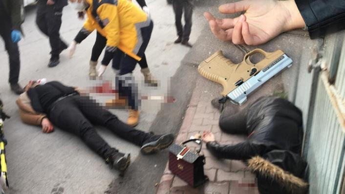 Boşanmak İsteyen Eşini Sokak Ortasında Öldürdü!