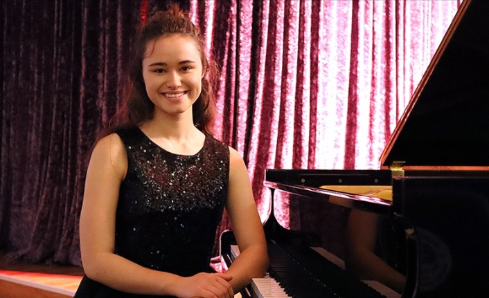 15 Yaşındaki Nehir Piyanoda Dünya Birincisi Oldu