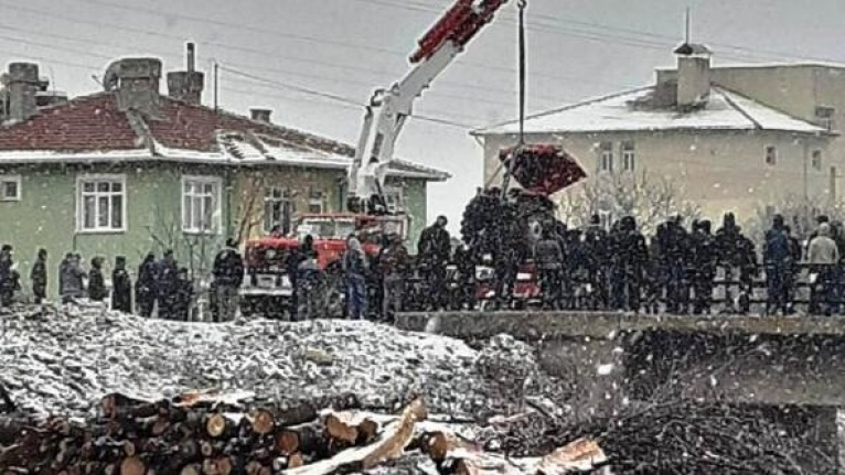 Ankara'da Traktör Devrildi: Yaralılar Var!