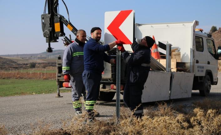 Elmadağ Belediyesi Trafik Tabelalarını Yeniledi