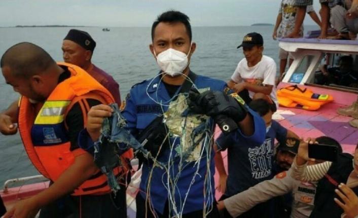Endonezya'da Yolcu Uçağı Düştü: 62 Kişi Kayıp!