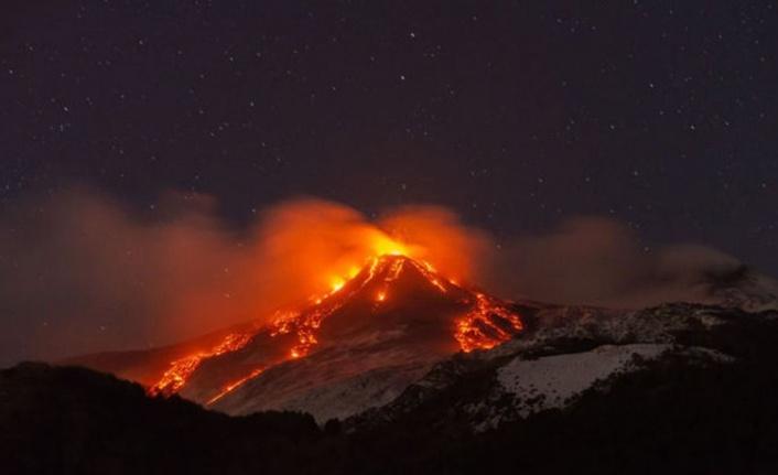 Etna Yanardağı Patladı: Dünya Bu Görüntüleri Konuşuyor!