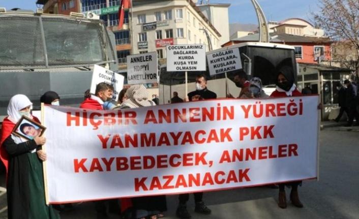 Hakkari'de Anneler PKK'ya Karşı Ayağa Kalktı