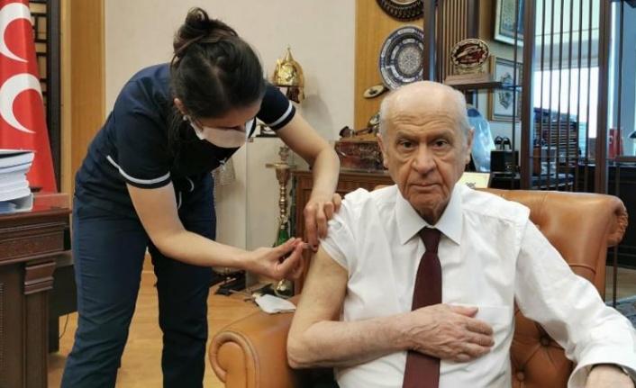 MHP lideri Devlet Bahçeli Koronavirüs Aşısı Oldu