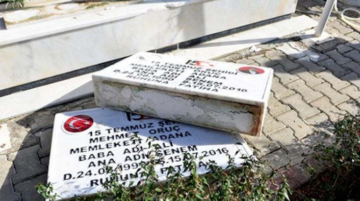 15 Temmuz'da Şehit Olan İkiz Kardeşlerin Mezar Taşlarını Kırdılar!