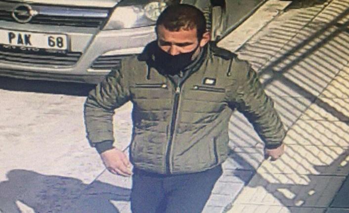 Ankara'da Evine Girdiği Ev Sahibini Bıçakla Tehdit Eden Hırsız Yakalandı