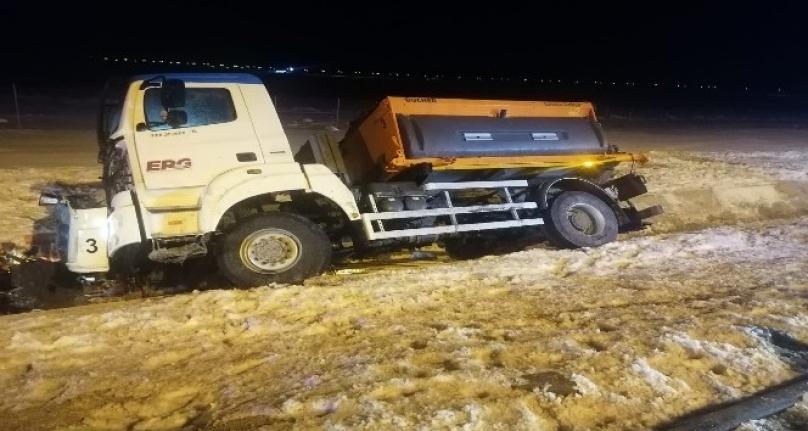 Ankara'da Kar Küreme Aracı Su Kanalına Devrildi!