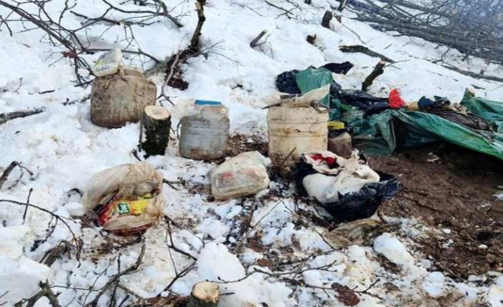 Bitlis'te PKK'lı teröristlere Ait Çok Sayıda Gıda ve Yaşam Malzemesi Yakalandı