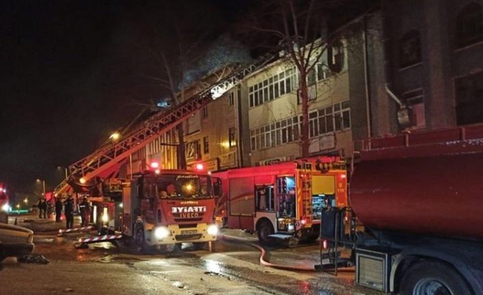 Ankara'da Büyük Yangın: Mobilya Atölyesi Küle Döndü!