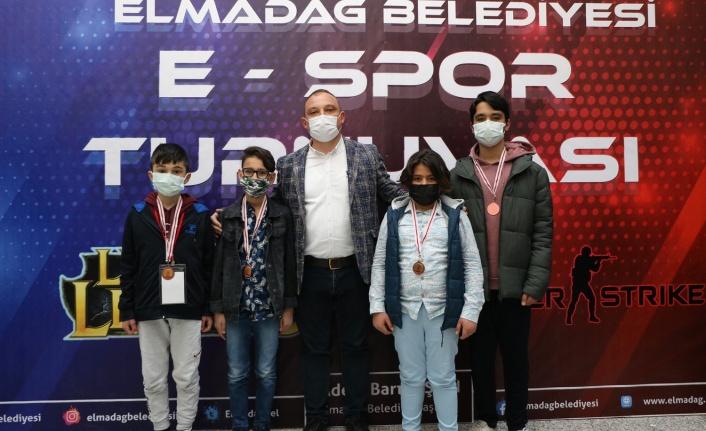 Elmadağ E-Spor Turnuvasının Şampiyonları Belli Oldu