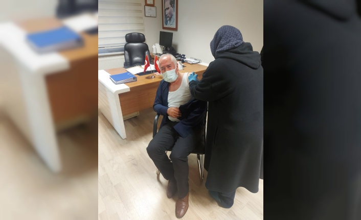 Güdül Belediye Başkanı Muzaffer Yalçın Koronavirüs Aşısını Yaptırdı