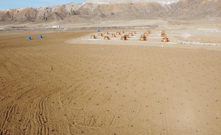 Tuz Gölü Arazisi Lavanta Tarlasına Dönüştü