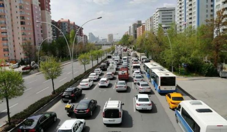 Ankara'da Kapanmanın İlk Gününde Trafik Kilitlendi