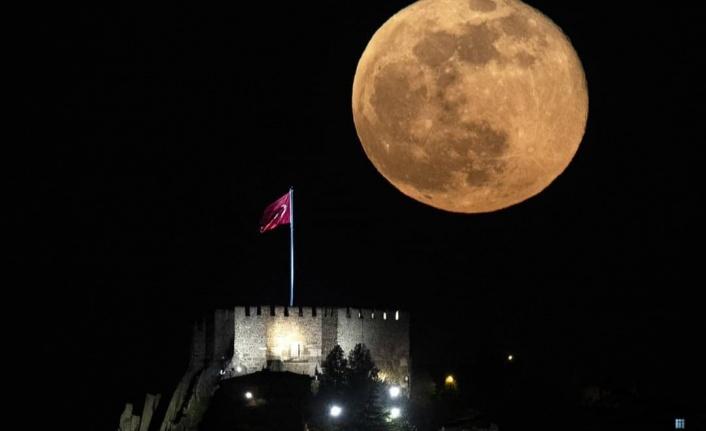 Ankara Kalesi'nde Süper Ay Büyük Beğeni Topladı