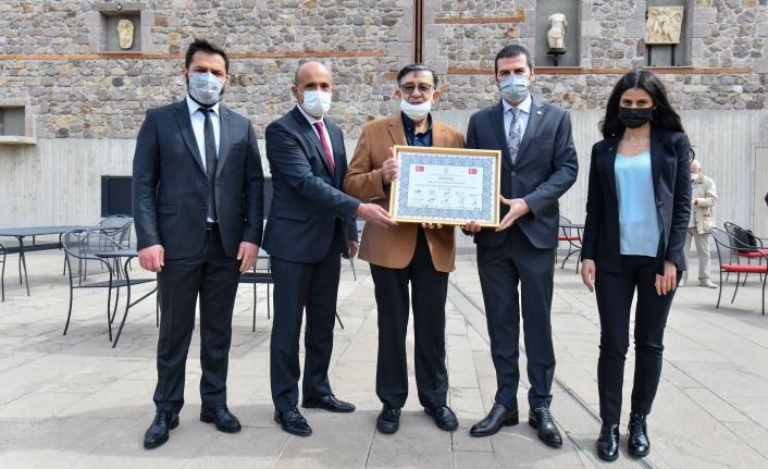 ASTOP'tan AKK Kale Çalışmaları Meclis Başkanı Şevket Bülend Yahnici'ye Ödül