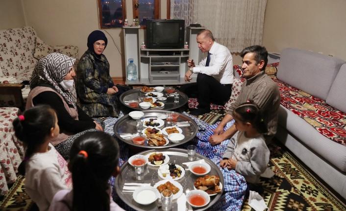 Cumhurbaşkanı Erdoğan Ankara'da Bir Vatandaşın Evinde İftar Yaptı
