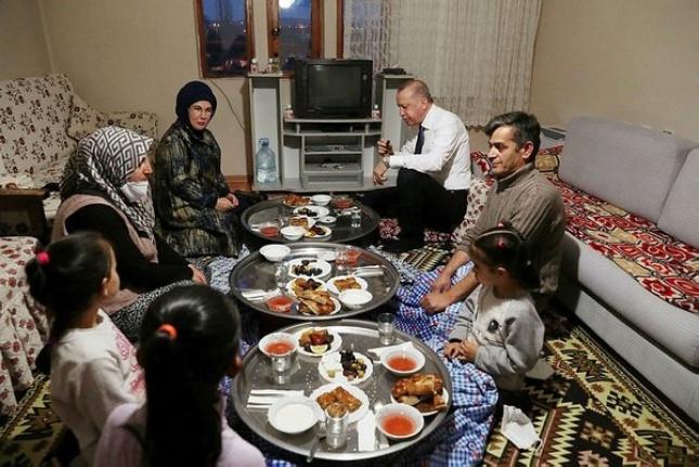 Cumhurbaşkanı Erdoğan'ı İftarda Ağırlayan Ankaralı Aile Ziyareti Anlattı