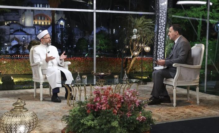Diyanet İşleri Başkanı Erbaş, İlk Sahurda Diyanet TV'ye Konuk Oldu