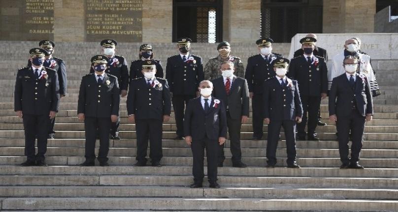 Emniyet Teşkilatından Kuruluşunun 176. Yılında Anıtkabir'e Ziyaret