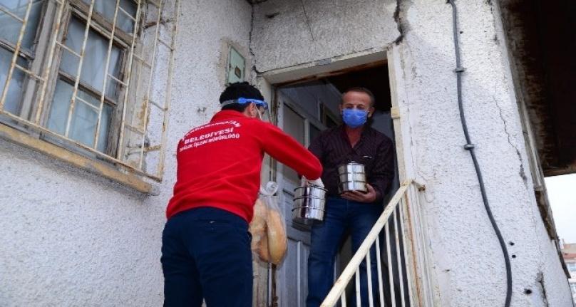 Kahramankazan'da İhtiyaç Sahibi Vatandaşlara Sıcak Yemek Dağıtımı