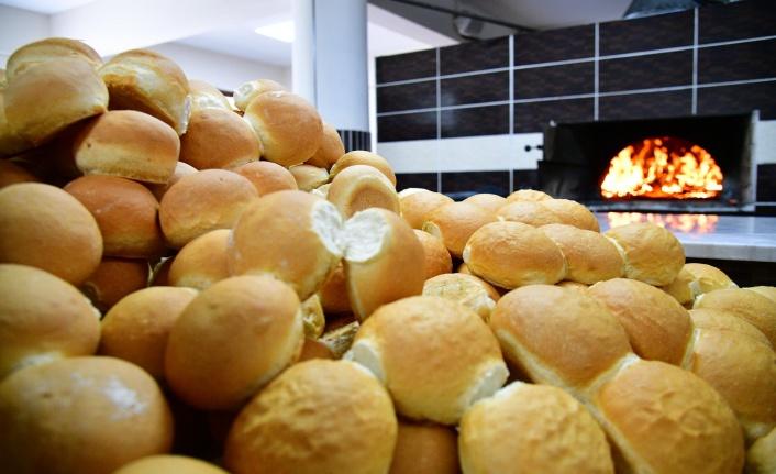 Mamak'ta Her Gün 3 Bin Ekmek Kapıda