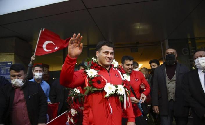 Rıza Kayaalp Ankara'da: Şampiyona Görkemli Karşılama