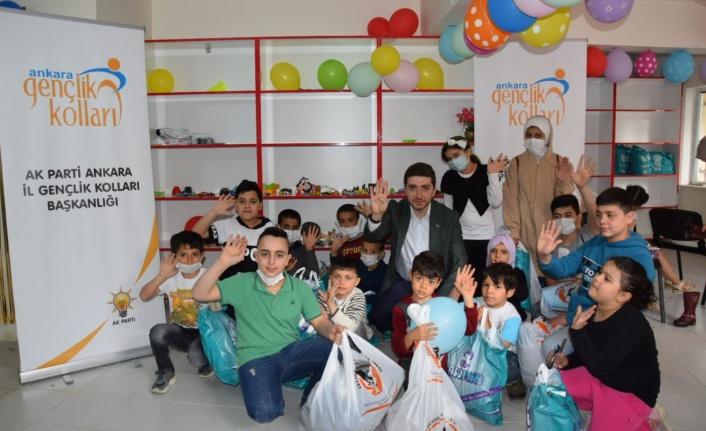 AK Gençlik Ankara'dan 1000 Yetim Çocuğa Kıyafet Yardımı