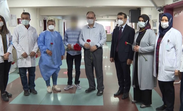 Ankara'da Sağlık Çalışanlarına Karanfilli Özür