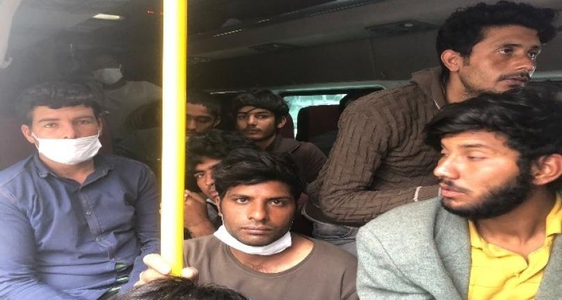 Yasa Dışı Yollarla Ülkeye Gelen 36 Düzensiz Göçmek Yakalandı