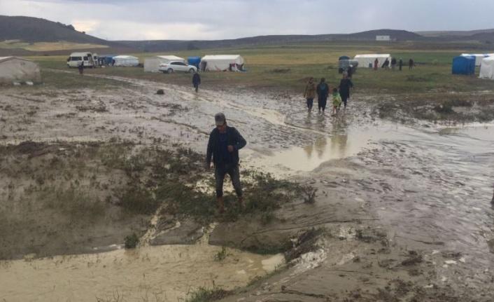 Ankara'da Tarım İşçilerinin Çadırları Selden Zarar Gördü