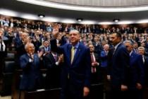 """Tecrübeli Gazeteci """"Ak Parti'yi İntihara Kim Sürüklüyor"""" Diye Sordu"""