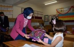 Akyurt Belediyesinden Miniklere Okul Hediyesi Çanta