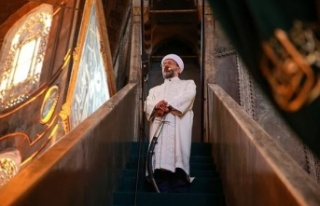 Ali Erbaş Bayram Hutbesine de Kılıçla Çıktı