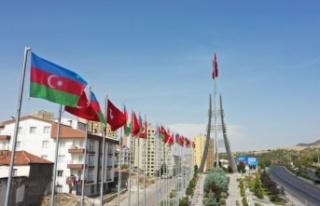 Ankara'da Türk ve Azerbaycan Bayrağı Dalgalanıyor