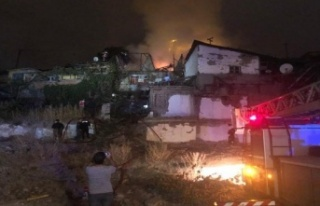Ankara'da Gecekondu Yangını: Vatandaşlar Bahçe...