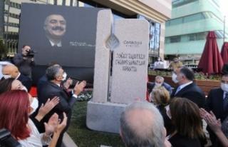 Babasının Adını Ankara'da Sanat Merkezine...