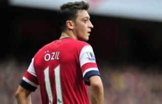 Mesut Özil'e, Al Nassr'dan 20 milyon euroluk...