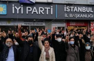 İYİ Parti İstanbul İl Başkanlığı Önünde...