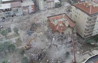 İzmir Depreminde Yıkılan Binanın Müteahhidinden...